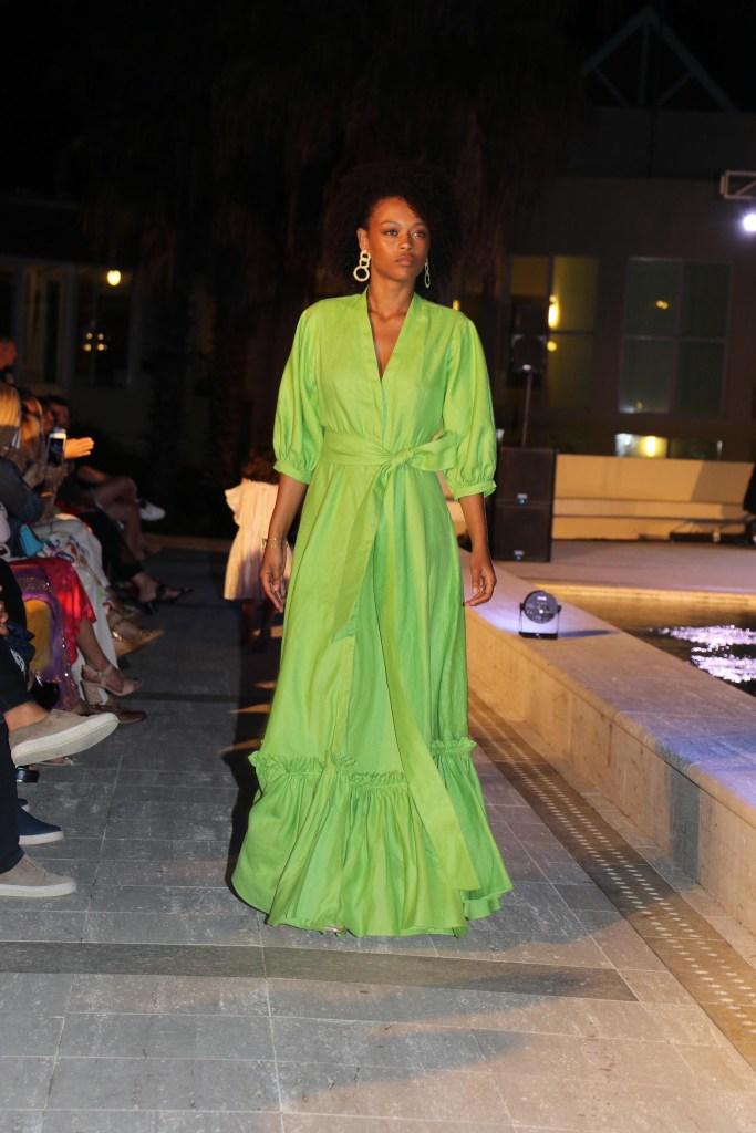 El diseñador sostiene que hay que usar colores estridentes como el verde loro ysalir de la zona de confort de los colores de siempre