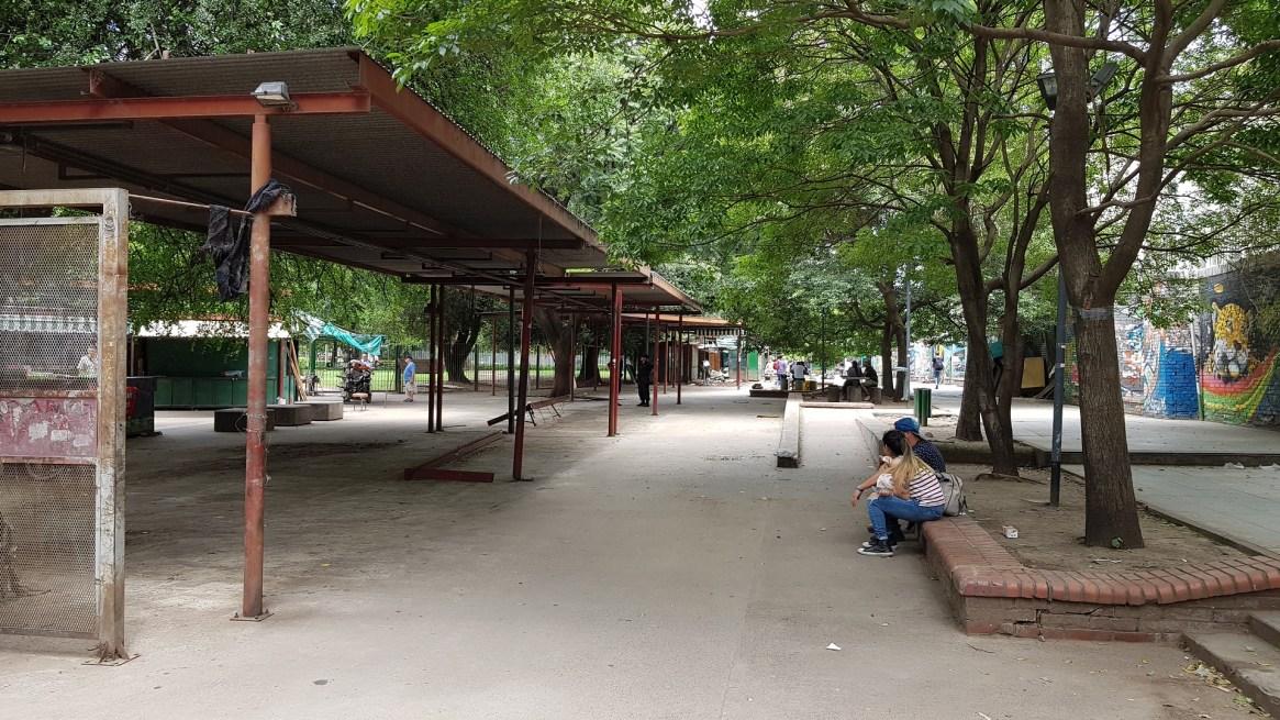 Los puestos de libros fueron mudados para extender la calle Beauchef hasta Rivadavia