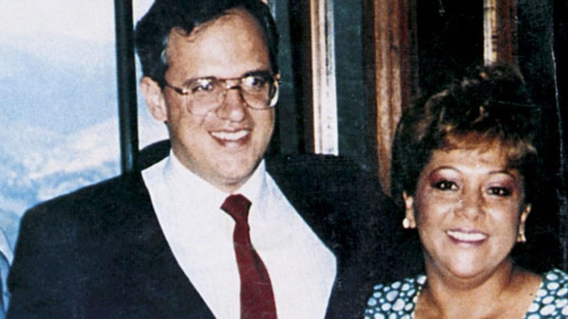 El expresidente colombiano Ernesto Samper junto a Elizabeth Montoya, alias 'Monita Retrehera'.