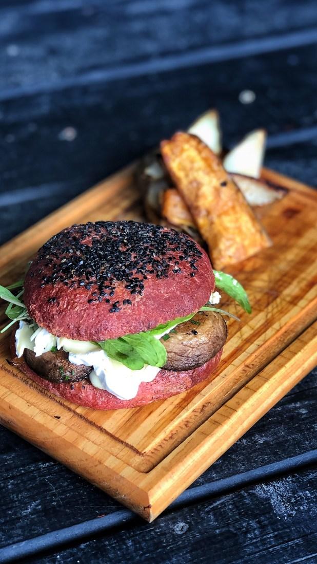 Las hamburguesas también integran la carta y están hechas con carnes premium seleccionadas