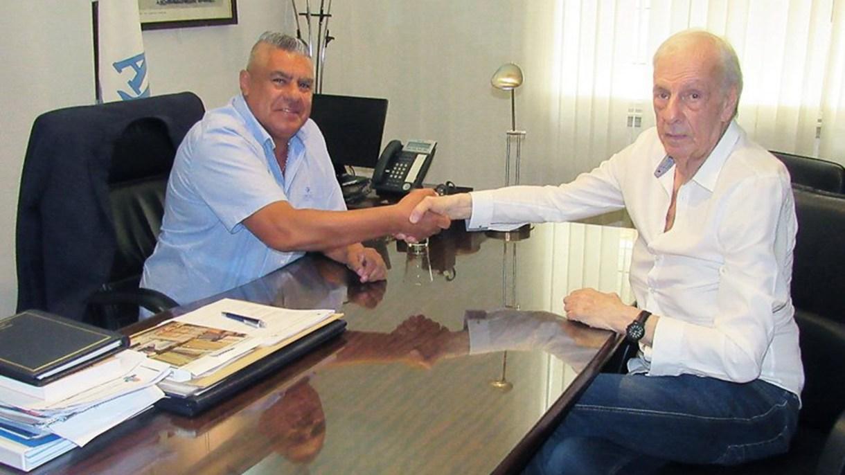 Chiqui Tapia junto a César Luis Menotti