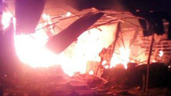 Los habitantes del corregimiento de Santa Cruz decidieron incendiar cuatro casas donde presuntamente vivían los responsables del crimen.