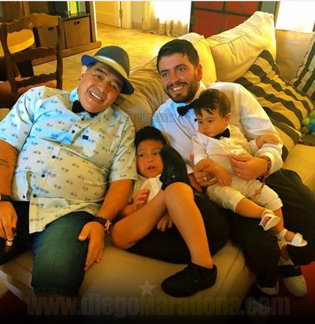 En su visita al país, estuvo en el bautismo de su nieto Diego Matías