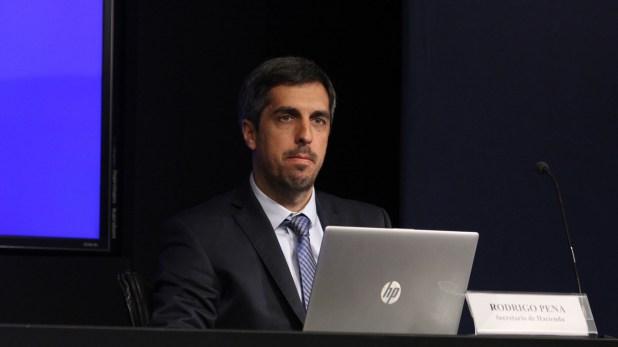 El secretario de Hacienda, Rodrigo Pena, ha logrado que los gastos crezcan a menor ritmo que los menguados recursos tributarios (Matias Baglietto)