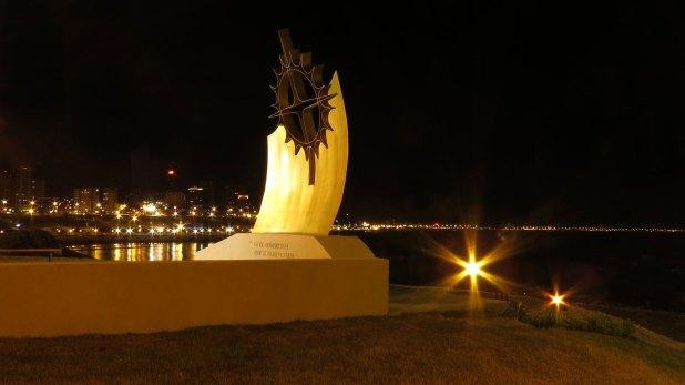 El monumento está ubicado en Aristóbulo del Valle y la Costa