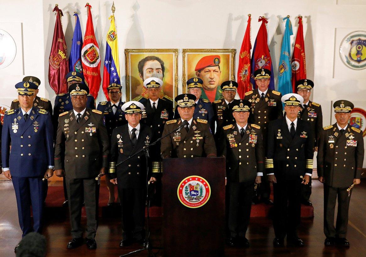 El mensaje de Vladimir Padrino Lópezjunto al resto del alto mando militar manifestando su apoyo a Maduro(REUTERS/Manaure Quintero)