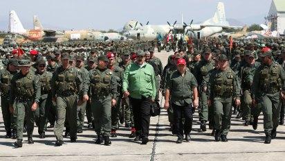 Claver llamó a los militares a reconocer a Guaidó (Reuters)