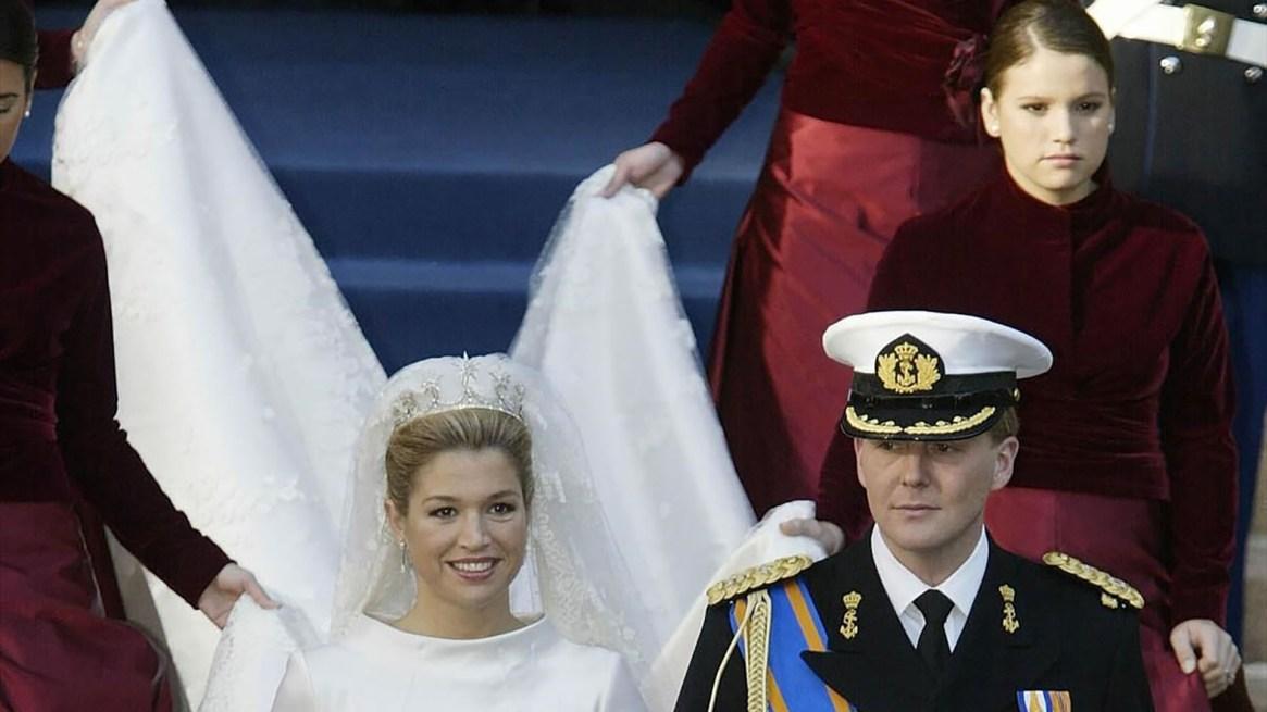 Máxima lució una tiara de la Casa Orange de Sofía de Wurttemberg, primera mujer del rey Guillermo III, y los aros de diamantes en forma de lágrima que usó la reina Beatriz en su boda (REUTERS Michael Kooren Pool)
