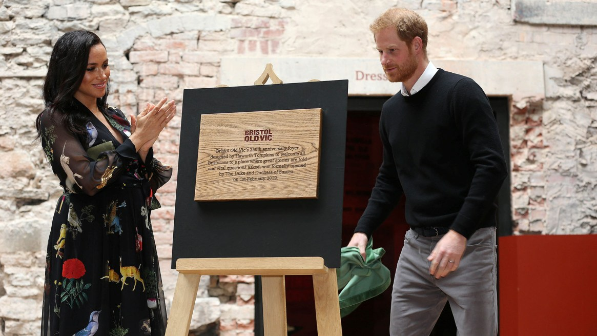 Más tarde, ambos descubrieron una placa recordatoria de su visita