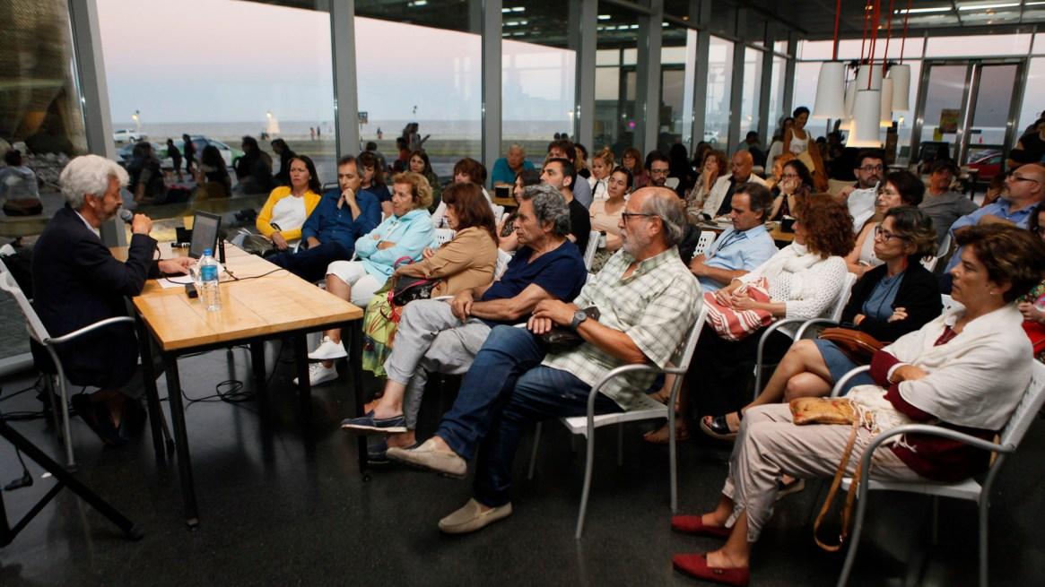 Una charla del escritor Carlos Gamerro. Foto: Francisco Mendes