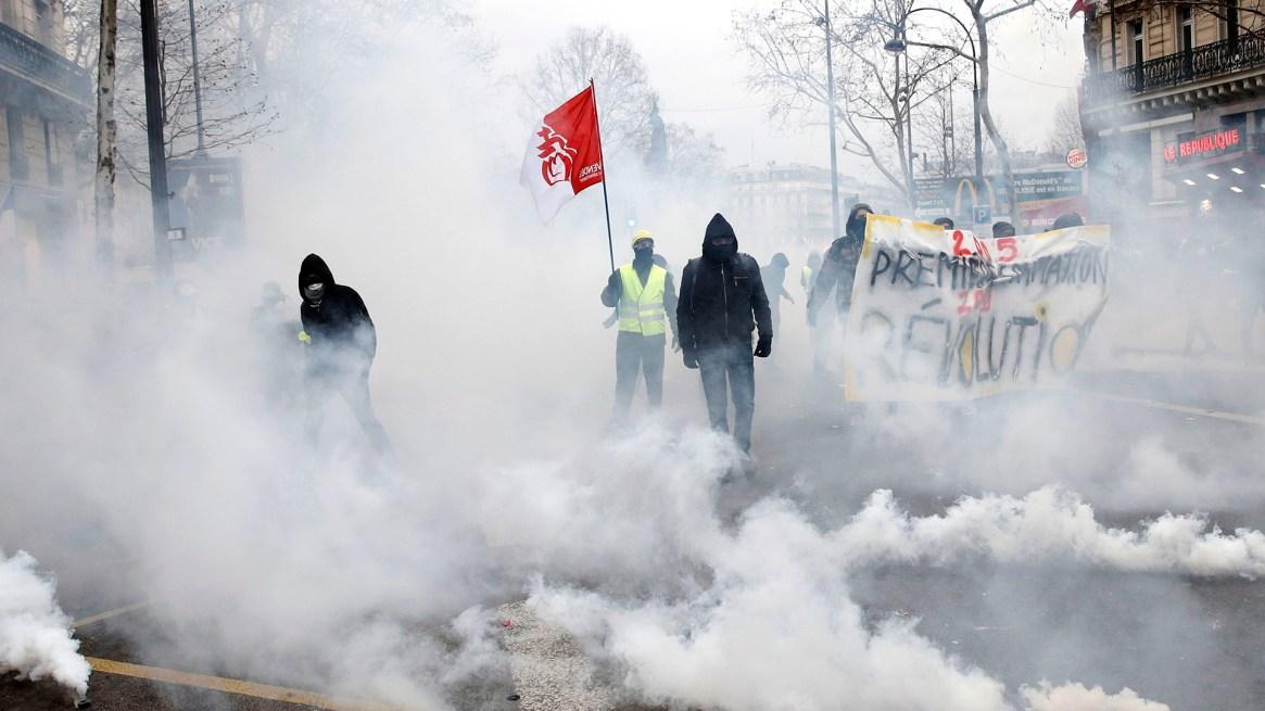 La tensión reodea la marcha número 12 de los chalecos amarillos(EFE/EPA/YOAN VALAT)