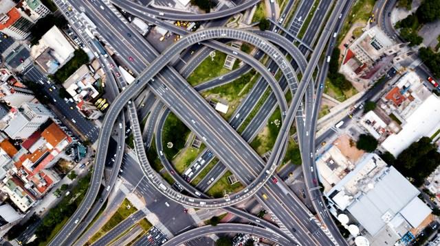 En la Avenida 9 de Julio y Avenida San Juan se encuentra la intersección de tres autopistas.