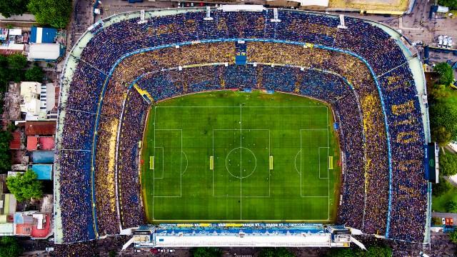 """El estadio Alberto J Armando, mejor conocido como """"La Bombonera"""", pertenece al Club Atlético Boca Juniors y fue inaugurado el 25 de mayo en 1940. Actualmente cuenta con una capacidad para más de 49 mil espectadores."""