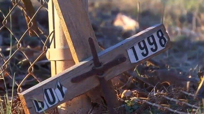 """El caso se conoció durante 20 años como """"Niño bajo la cartelera"""". Gracias a una novedosa técnica de rastreo de ADN pudo darse con el asesino"""