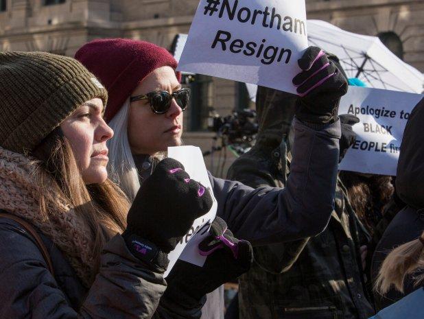 Los pedidos de renuncia contra Northam llegaron inmediatamente (Reuters/Jay Paul)