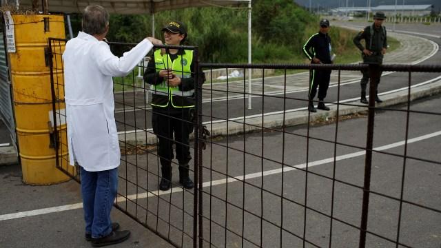 El régimen de Nicolás Maduro cerró el paso fronterizo entre Colombia y Venezuela(REUTERS/Marco Bello)