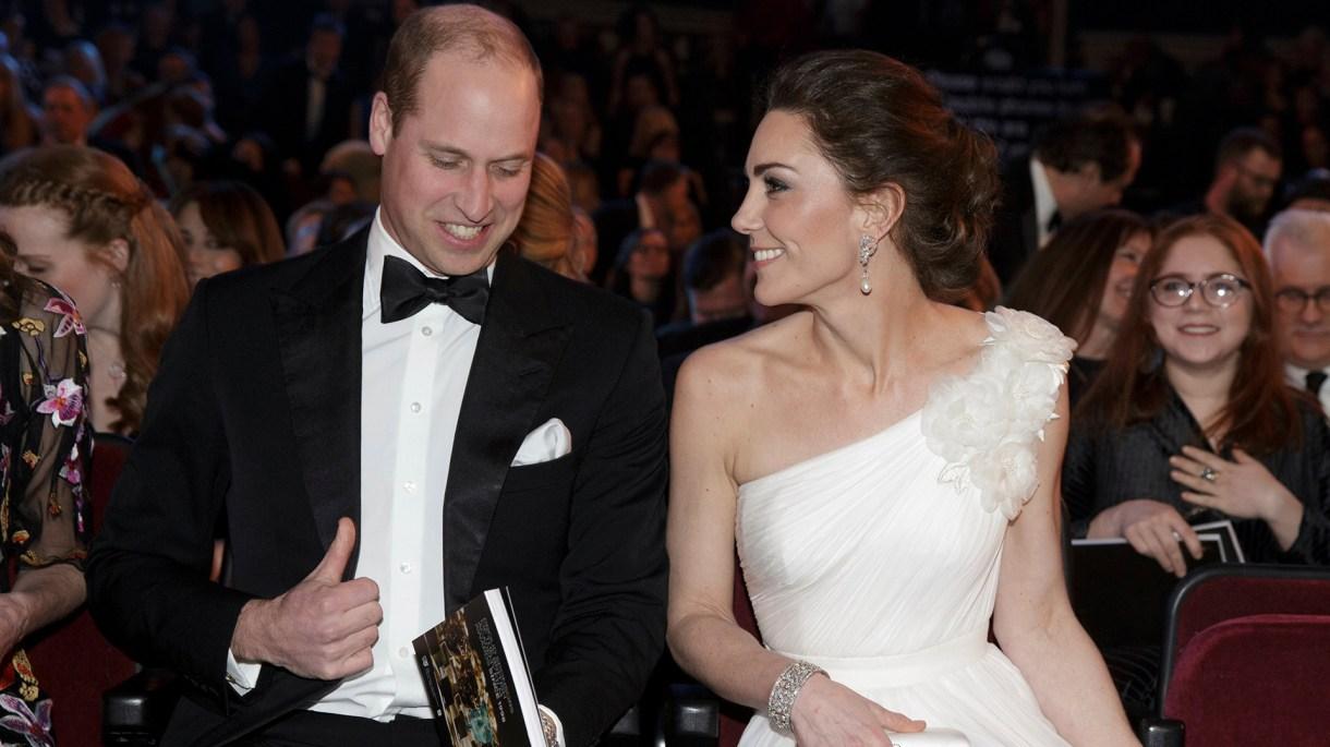 El príncipe William, segundo en la línea de sucesión al trono, se casó con Kate Middleton en 2011 tras ocho años de noviazgo