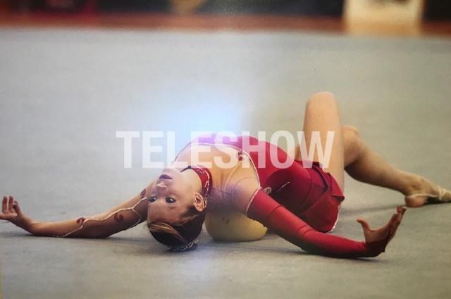 Noelia haciendo gimnasia rítmica