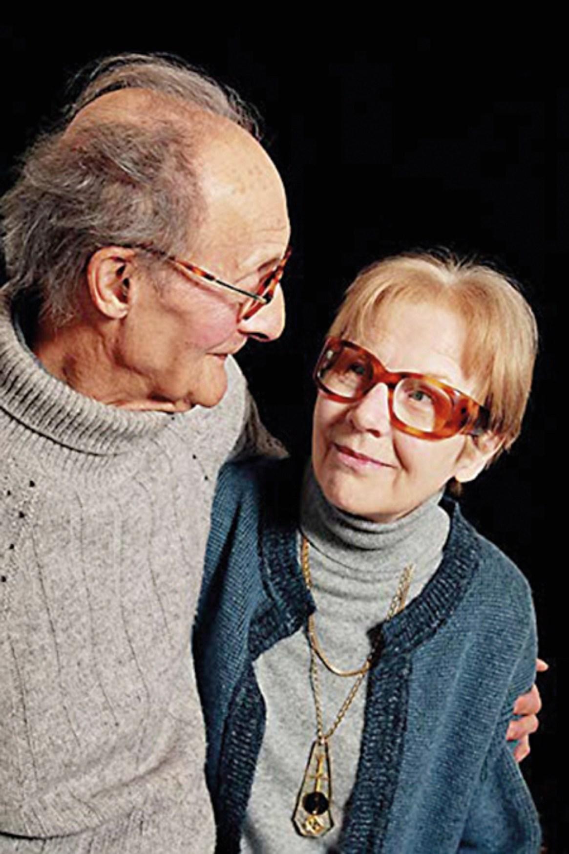 Fueran encontrados muertos en su casa de Vosnon, en Francia, en septiembre de 2007.