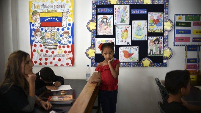 Los venezolanos sufren de escasez e hiperinflación (AFP)