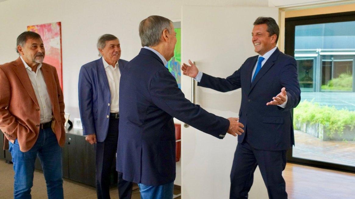 El gobernador de Córdoba recibió a Massa junto a legisladores de la provincia