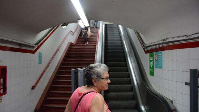 Muchas estaciones tienen problemas con las escaleras (foto Franco Fafasuli)