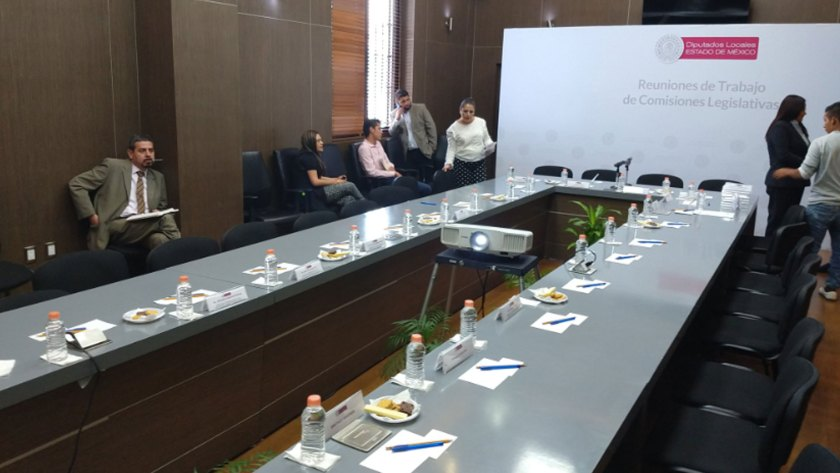 Así lucía la sala donde se discutiría la iniciativa para aprobar el matrimonio igualitario (Foto: Twitter Omar_Ortega_A)
