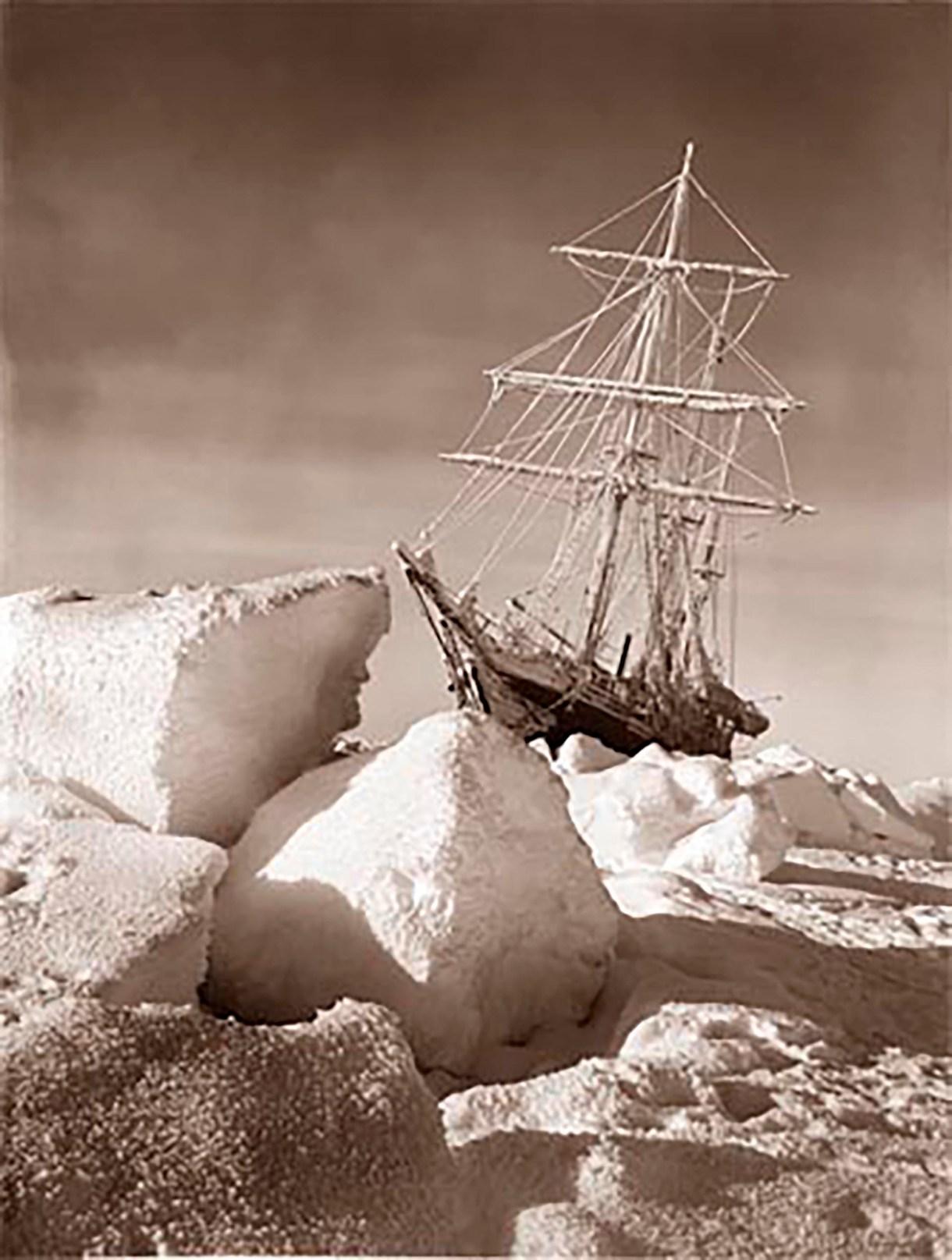 El Endurance, atrapado en la Antártida