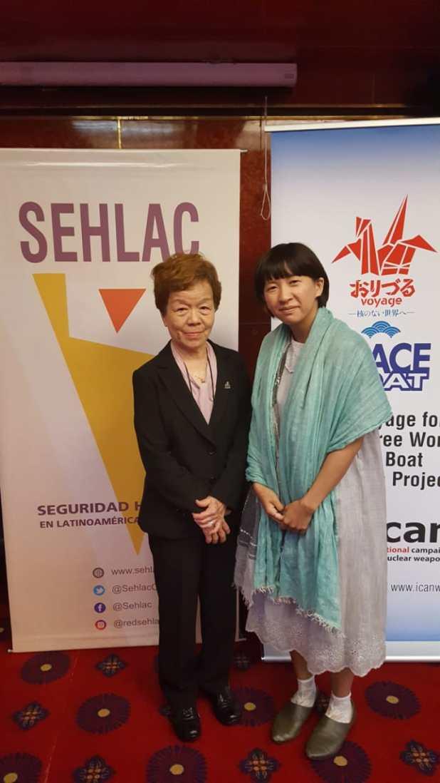"Junko Watanabe junto a Kei Moriyama, ""hibakusha"" y nieta de ""hibakusha"", en Buenos Aires (Peace Boat)"