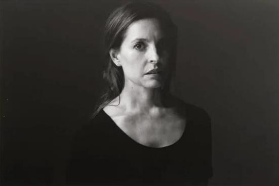 Marina de Tavira también fue retratada por el artista mexicano (Foto: gkahlostudio)