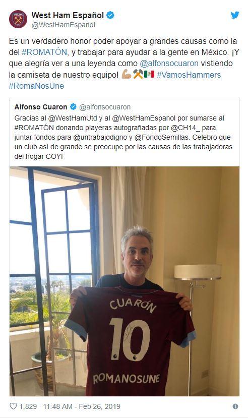 """El director Alfonso Cuarón posó también agradeció a Javier """"El Chicharito"""" Hernández y al West Ham United (Foto: Twitter)"""