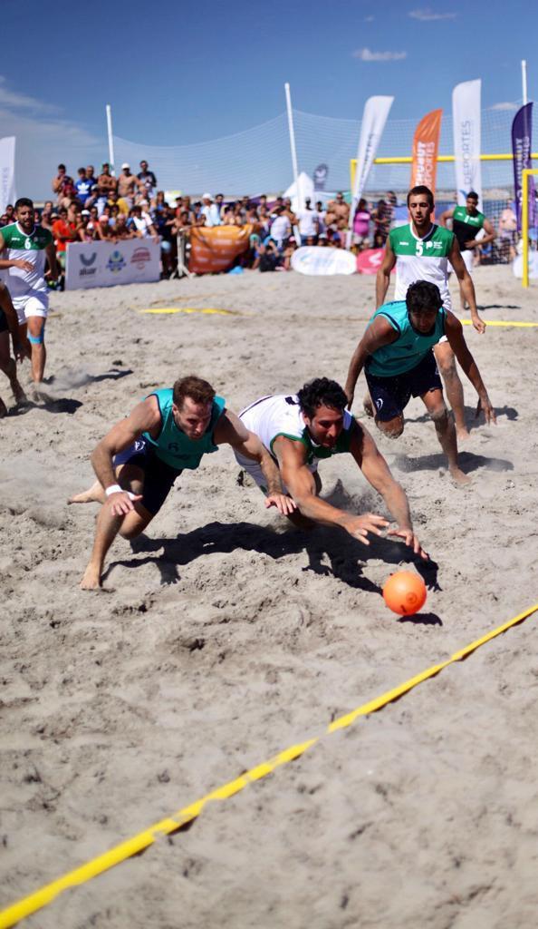 La final de beach handball masculino fue disputada por Chubut y Buenos Aires, que se impuso en el shoot out