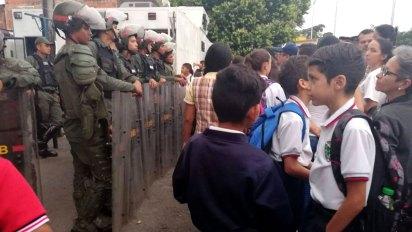 Cerca de tres mil niños viajan todos los días por la frontera para estudian en Cúcuta.