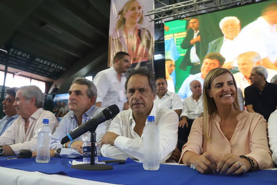 Felipe Solá, Agustín Rossi, Daniel Scioli y Marisa Fassi