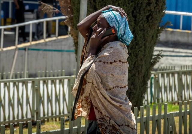 Familiares de las víctimas se acercaron al aeropuerto de la capital de Etiopía desesperados por la noticia