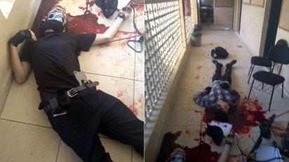 Los cuerpos sin vida de los atacantes