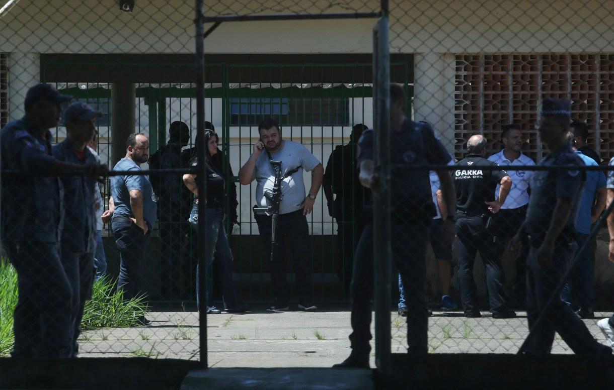 Policías trabajan en la escena (REUTERS/Amanda Perobelli)