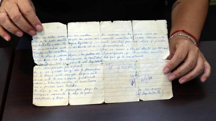 La única carta que Mabel Godoy recibió de Víctor Rodríguez, desde La Plata, antes de partir hacia las Islas. Foto: Giovanni Sacchetto/DEF.