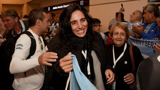 Karina Massad se vio encuelta en la emoción durante el reencuentro con los familiares y los ex combatientes que no pudieron viajar a Malvinas