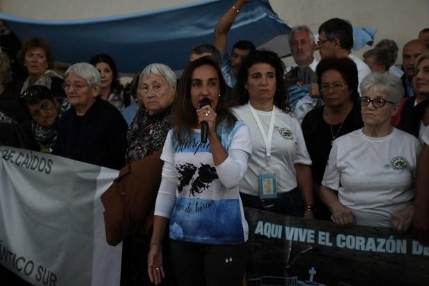 Lorna Márquez fue una de las oradoras durante el acto de retorno en el aeropuerto de Ezeiza