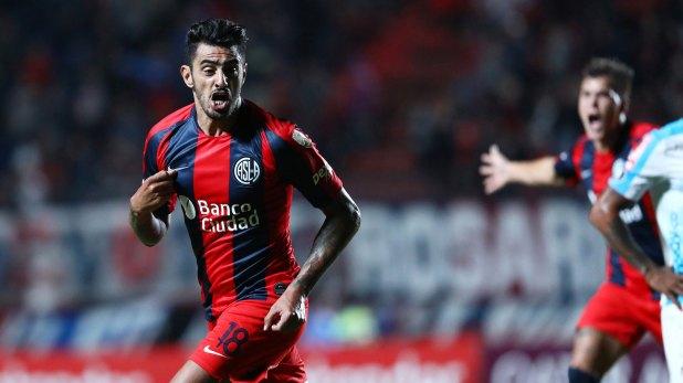 Román Martínez, clave en el equipo de Almirón en el partido de ida jugado en el Nuevo Gasómetro (Foto Baires)