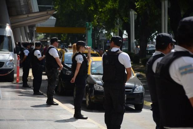 Impidieron durante casi una hora el ingreso y egreso de otros taxis que no adherían a la medida de fuerza y de vehículos particulares