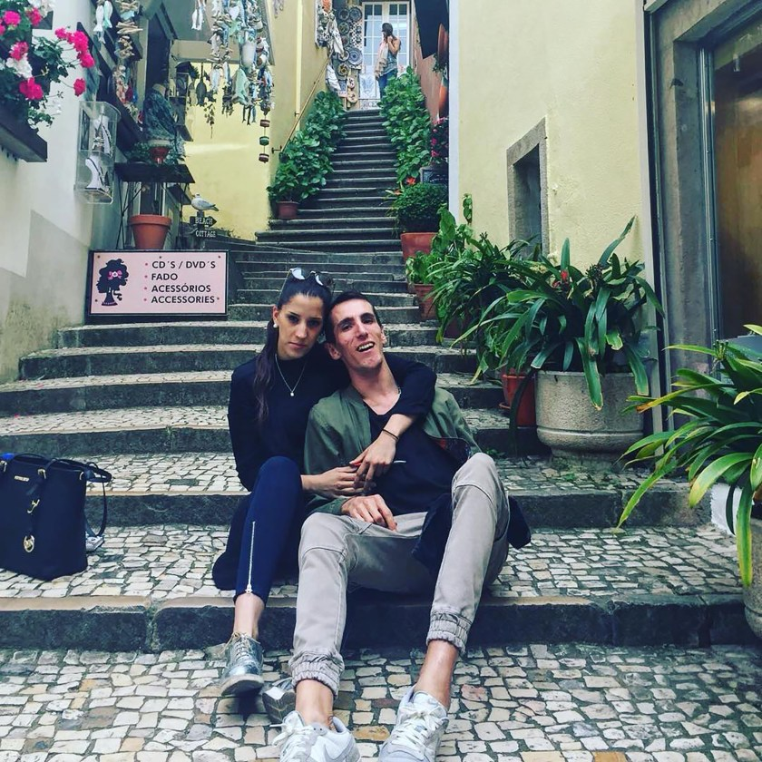 Álex junto a su novia, Mari Carmen (@alexroca91)