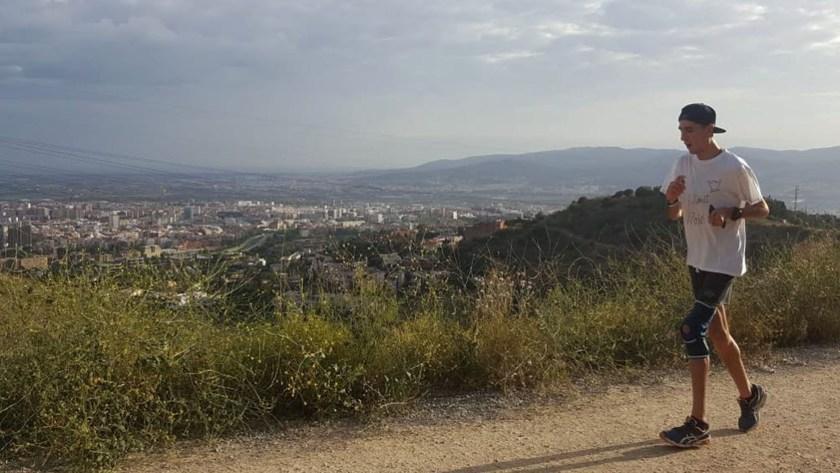 Este año, apunta a terminar la Titán Desert, una carrera de bicicleta de montaña y sacarse la espina del año pasado, cuando se bajó a mitad de camino (@alexroca91)
