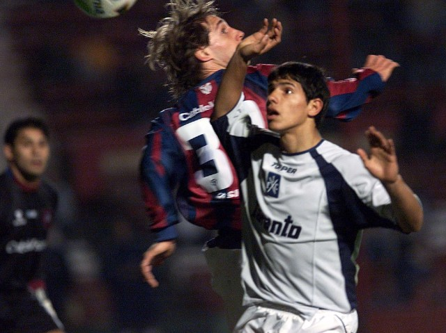Agüero el día de su debut en el 2003 en un choque ante San Lorenzo (Foto Baires)