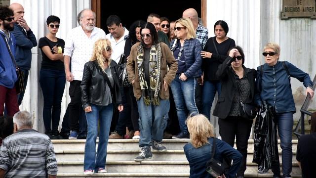 Teresa Parodi y Horacio Fontova, entre los amigos que se acercaron a despedir a Fabián