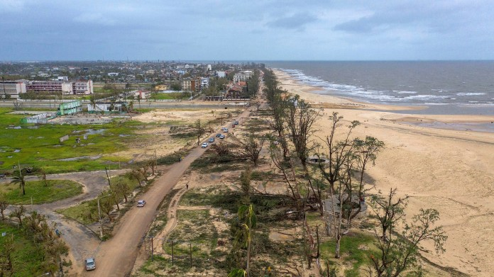 Vista aérea tomada con un dron de Praia Nova, tras el paso del ciclón Idai en la provincia de Sofala, en el centro de Mozambique, el pasado 17 de marzo (EFE)