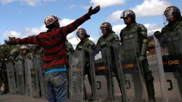 Los indígenas pemones están siendo desplazados y reprimidos en la frontera con Brasil por las fuerzas del régimen (Reuters)