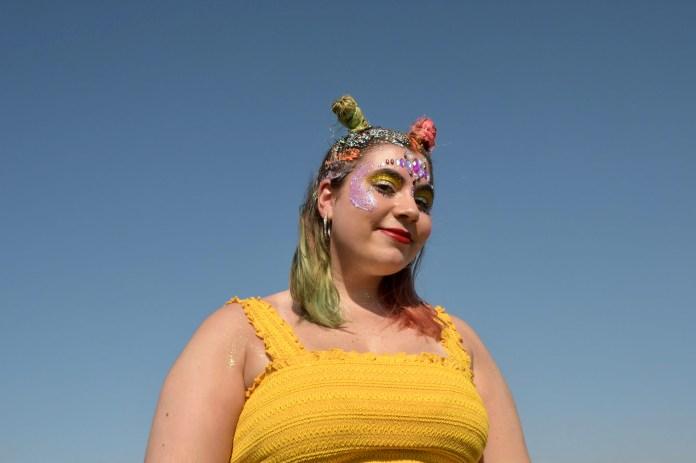 """La""""glittermanía"""" estuvo mas que nunca presente en el segundo dia del festival. Así como el uso de las gemas es una de las tendencias que se instaló desde hace ya un tiempo entre los jovenes para completar sus looks"""