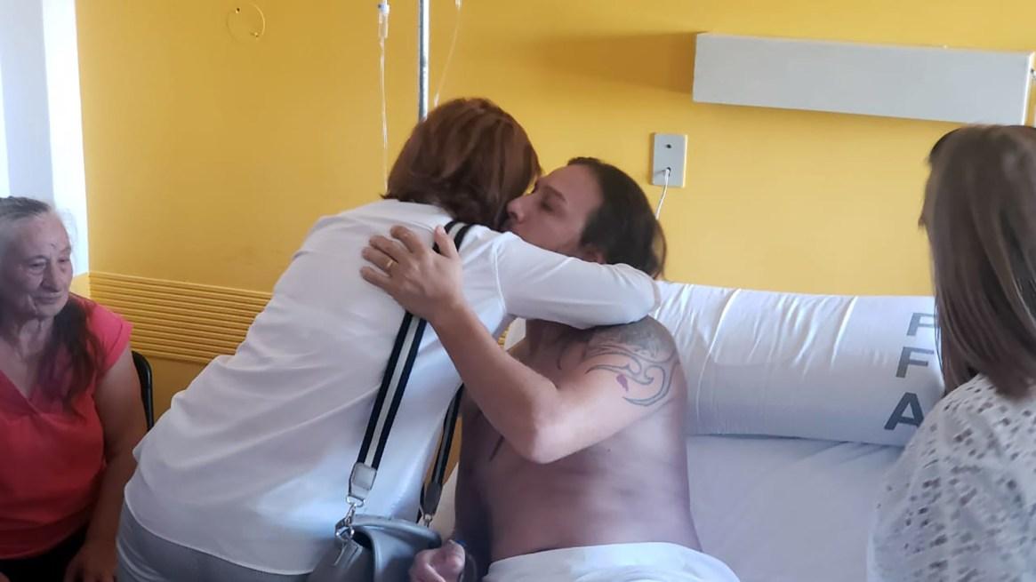 El abrazo de la ministra con Arán